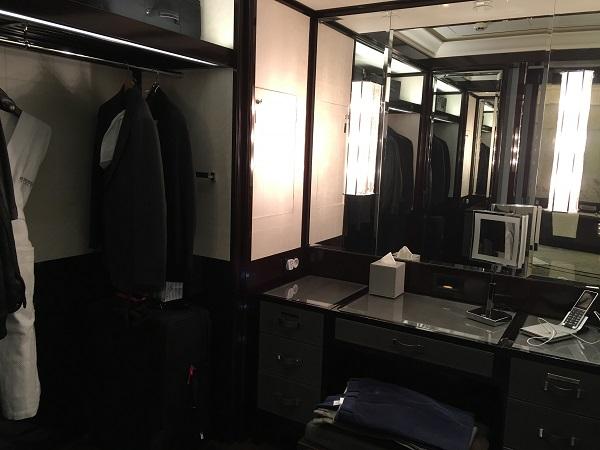 322-dressing-area